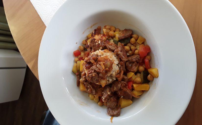 Couscous mit gebratenem Lammfleisch und Gemüse